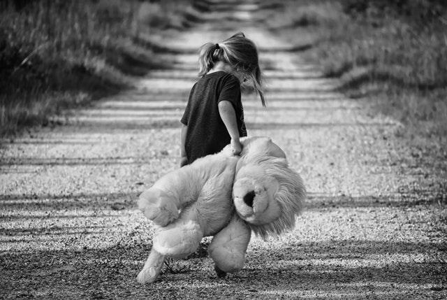 child traumatized holding stuffed animal